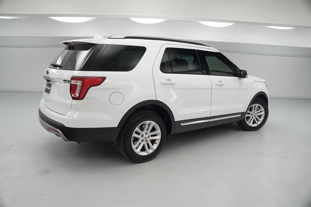 Pre Owned 2017 Ford Explorer Xlt 4d Sport Utility Hgb69948 Jerry